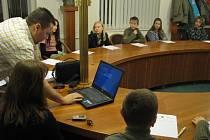 Rostislav Balner přivítal mladé adepty televizních profesí na první schůzce v zasedací místnosti radnice.