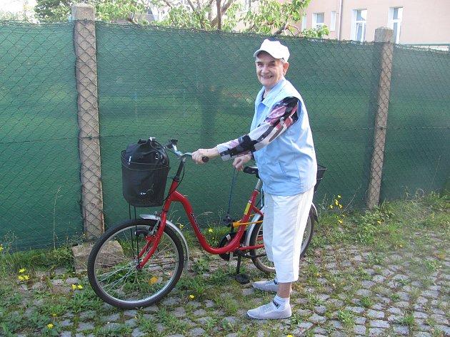Paní Anička žila jako dítě v Úvalně s Němci, kteří čekali na odsun. Hráli si s dětmi a zůstali celý život přáteli.