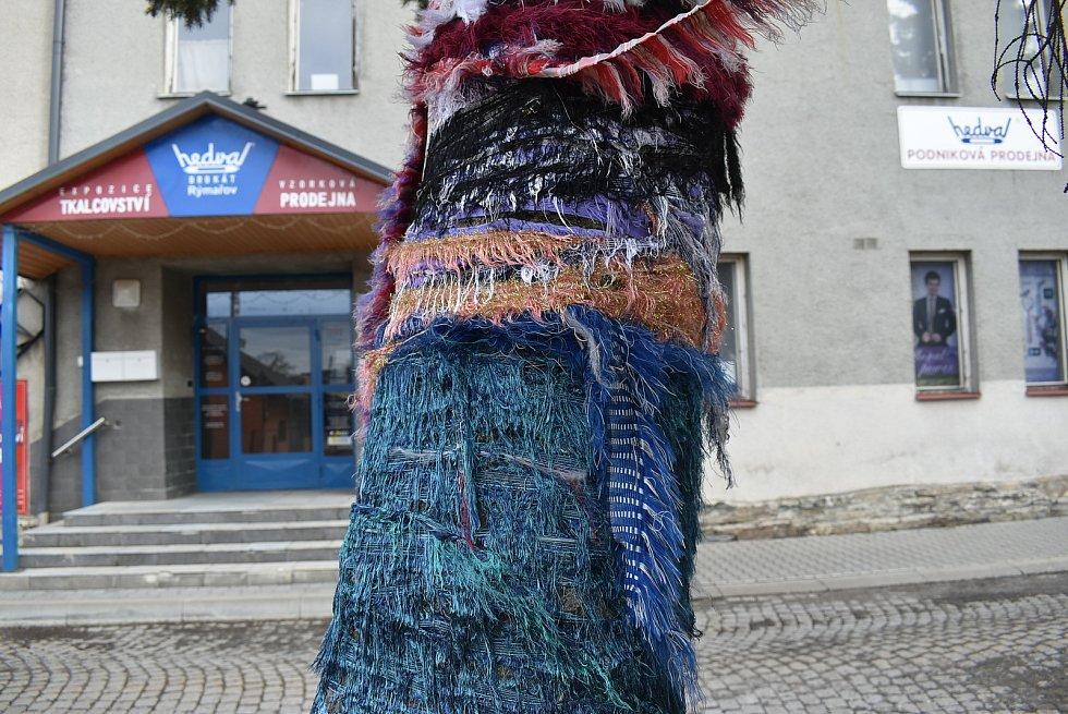 Hedva Rýmařov v expozici tkalcovství a lnářství vysvětluje, jak se textilní minulost regionu potkává se současností.
