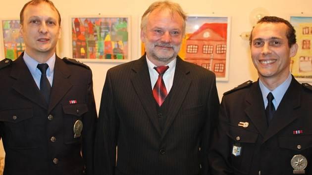 Nejlepší policisty za minulý rok ocenili ve čtvrtek 27. února v bruntálském městském divadle. K tomu přidalo vedení policie medaile a plakety za zásluhy.