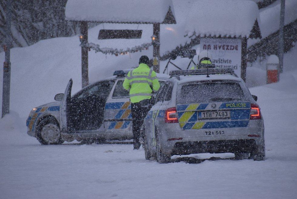 Horská střediska v Jeseníkách zvládla nápor návštěvníků díky dobré organizaci. Snažili se policisté, obsluha parkovišť  i silničáři.