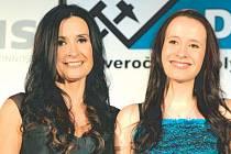 Monika Dudová se svou dcerou Michaelou (zleva).