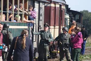 Úzkokolejka Osoblažka se vrátila do března 1945 díky fanouškům vojenské historie. Ti názorně předvedli cestujícím, co se zde mohlo odehrávat v posledních dnech války.