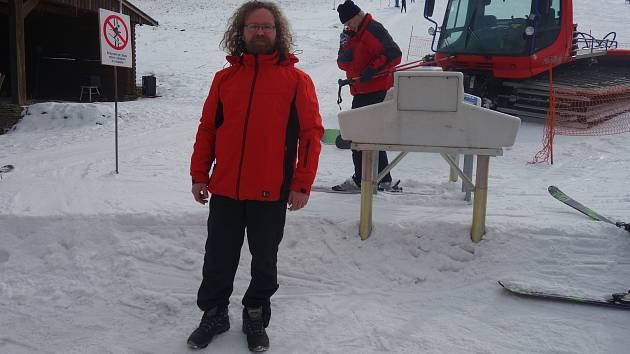 Pavel Syřínek má hory a zimu rád, práce vlekaře ho baví.