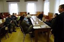 Zástupci úřadu práce při setkání s vrbenskými skláři.