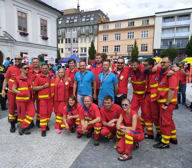 Rallye Rejvíz je soutěž záchranářů, která simuluje zásahy velmi realisticky. Při sobotním vyhlášení výsledků se radovaly zdobrého umístění itýmy zBruntálu a Krnova.