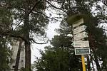Rozhledna Hanse Kudlicha na vrchu Strážiště v Úvalně, tamní restaurace na Strážišti, pohled na koupaliště a hřbitov v Úvalně.