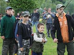Závody mladých rybářů Zlatá udice na řece Opavě ve Vrbně pod Pradědem.