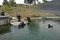 Potápěči v břidlicovém lomu u Svobodných Heřmanic. Ilustrační snímek.