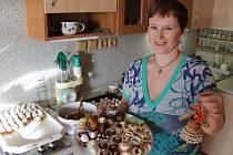 Jana Hanzlíková podle svých slov od 15. listopadu, kdy začala péct všechno to voňavé a krásné vánoční cukroví, do podlahy v kuchyni již doslova zakořenila. Ale stálo to zato, posuďte sami.