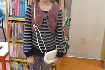 Slečnám možná udělá radost barevný baťůžek či bílá kabelka.
