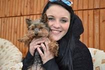 Zuzana Toporská z Břidličné přišla o svého čtyřnohého miláčka. Milovaný jorkšír se zhruba před dvěma měsíci zaběhl v Břidličné.