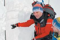 Nedělní utržení laviny ve Velkém Kotli způsobila třícentimetrová nestabilní vrstvička, na kterou nafoukalo 40 centimetrů zlomkového sněhu.