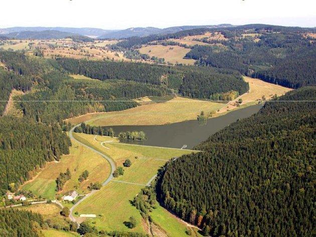 Nádrž Jelení na Kobylím potoce se naplní vodou pouze při povodních. Její hráz vysoká 16 metrů a dlouhá 273 metrů bude největší od dob budování Slezské Harty.