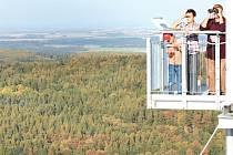 Rozhledna Dvě věže nad Městem Albrechtice je otevřená celoročně. Také ona byla zařazena mezi rozhledny, které lákají soutěživé sběratele razítek.