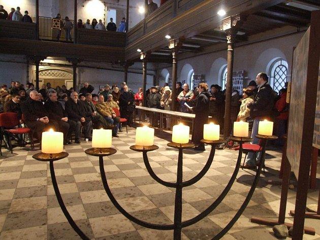 Interiér krnovské synagogy.