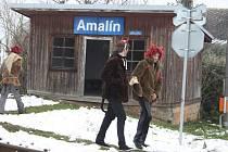 Tato čekárna na zastávce v Amalíně se už stala minulosti. Dosloužila. Zůstala už jen na fotkách fanoušků úzkokolejky Osoblažky.
