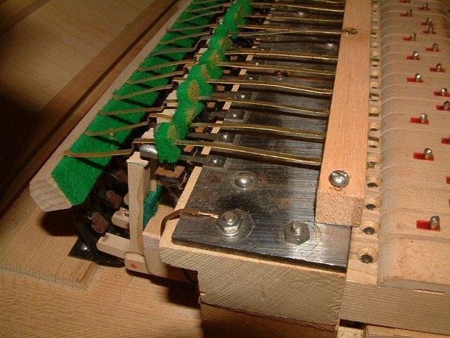 Krnovu se říká město varhan. Tento hudební nástroj se ale vyráběl ijinde ve světě. Typickým čistě krnovským nástrojem je klavifon. Znáte ho zMajora Zemana, zhitu Bič boží.