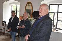První postcovidová výstava v Úvalně na Rychtě  stojí za návštěvu. Malíř Tibor Červeňák je umělec světového věhlasu.