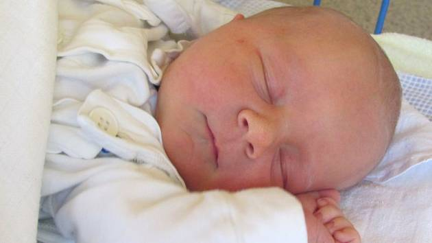 Jmenuji se DANIEL PELLA, narodil jsem se 16. května 2017, při narození jsem vážil 3435 gramů a měřil 48 centimetrů. Moje maminka se jmenuje Martina Pellová. Bydlíme v Krnově.