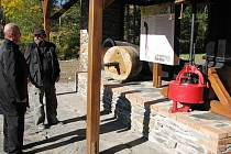 Turistické zastavení U Turbíny najdou místní i turisté na křižovatce proti hospodě Na Rychtě ve směru do Karlova.