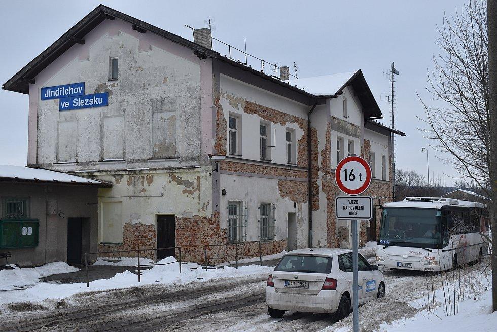 Jindřichov ve Slezsku má kolem 1500 obyvatel. Je centrem regionu Jindřichovsko.