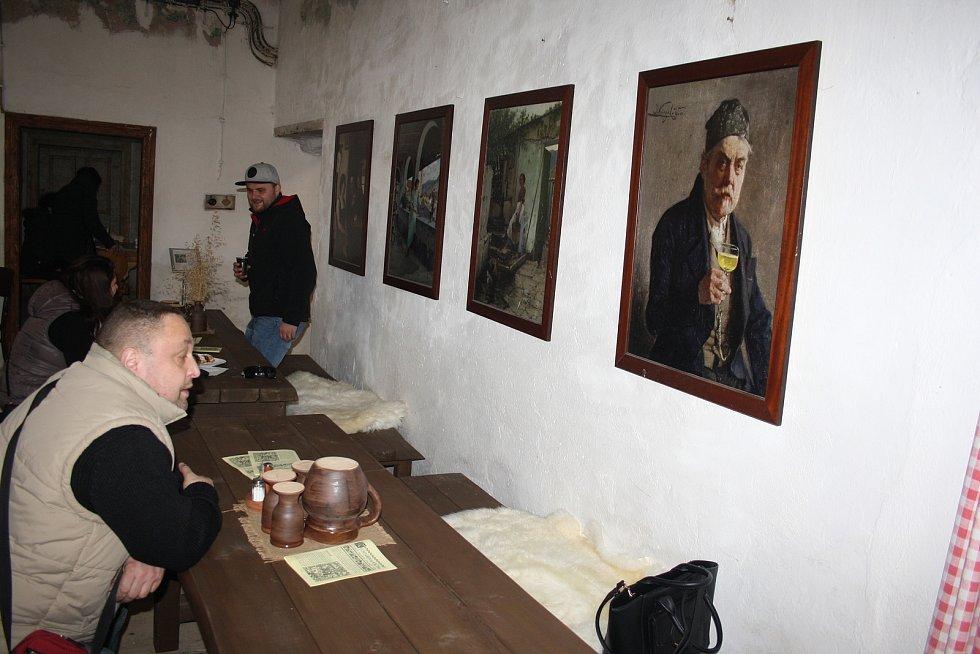Rychtářova krčma v Úvalně vypadá tak, že jako by se zde měla natáčet pohádka nebo historický film. Výklad historie se v této kulturní památce podařilo propojit s gastronomickými zážitky.