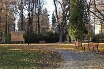 Městský park v Bruntále získal díky společnému projektu s polským Prudnikem nové cestičky, chodníky, lavečky i hřiště.