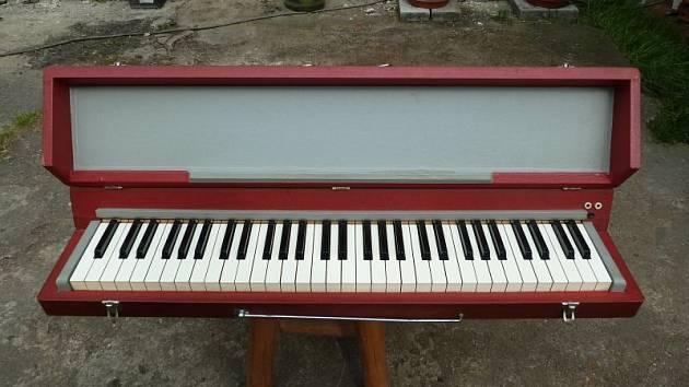 Krnovu se říká město varhan. Tento hudební nástroj se ale vyráběl i jinde ve světě. Typickým čistě krnovským nástrojem je klavifon. Znáte ho z Majora Zemana, z hitu Bič boží.