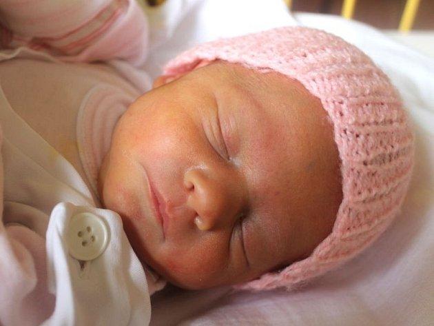 """Nelly Cygalová se narodila 27. května mamince Hance a tatínkovi Davidovi z Opavy. """"Všechno nejlepší do života, především zdraví, štěstí a pohodu,"""" přáli své dceři do života rodiče. Doma se na miminko už těší sourozenci Vanesska, Lukášek a Vojtíšek."""
