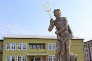 Dvorce, socha Neptuna. Ilustrační foto.