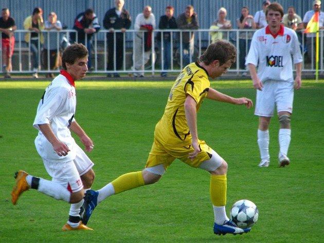 Konečně! Krnovští fotbalisté vyhráli před domácími fanoušky až na třetí pokus. Hradec nad Moravicí porazili 4:1.