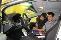 Učební pomůcka v podobě nového vozu Hyundai i40 patří mezi budoucími autotroniky, mechaniky a opraváři k nejoblíbenějším.