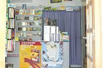 Lidé čtou méně a méně nakupují knihy, nebo dávají přednost knihám v elektronické podobě. Knihkupectví DAKO v Bruntále se potýká s nedostatkem zákazníků, majitelka uvažuje o tom, že zavře dveře svého obchodu natrvalo.