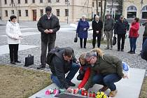 V Krnově se stalo tradicí v únoru zapálit svíčku za oběti komunismu. Letos se do Krnova vydal také pamětník Leo Žídek, který jako politický vězeň skončil v uranových dolech.