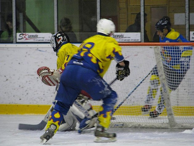 Krnovští hokejisté v pátečním utkání 14. kola první ligy ze 13. listopadu udolali na domácím stadionu Kroměříž 7:5.
