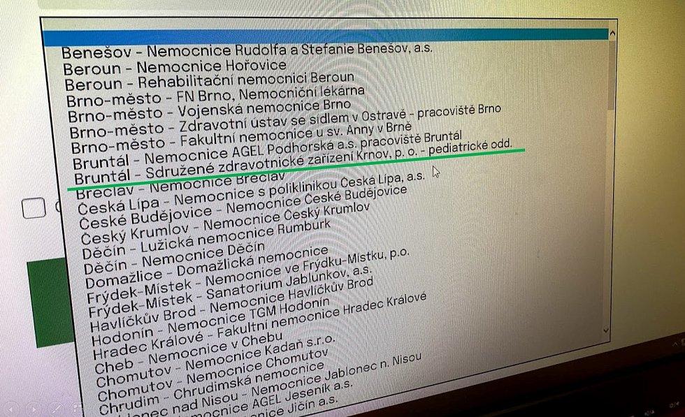 Bruntál má dvě očkovací místa. Jedno najdete v Bruntálu a druhé v Krnově. Takové zeměpisné znalosti předvádí  Centrální rezervační systém. Zdroj: Tomáš Hradil