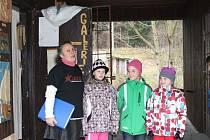 Na šestadvacet dětí čekalo v sobotu 17. listopadu vysvědčení za jejich práci ve Školičce základů umělecké práce Heleny Vaculíkové v Malé Morávce. Školní rok v tomto kurzu trvá od dubna do začátku prosince.