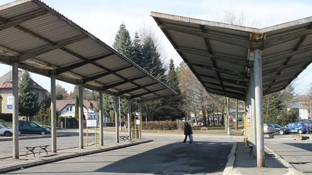 Kompletní rekonstrukce se dočká autobusová stanice u rýmařovského střediska volného času. Cestující by se v lepším případě mohli dočkat již letos.