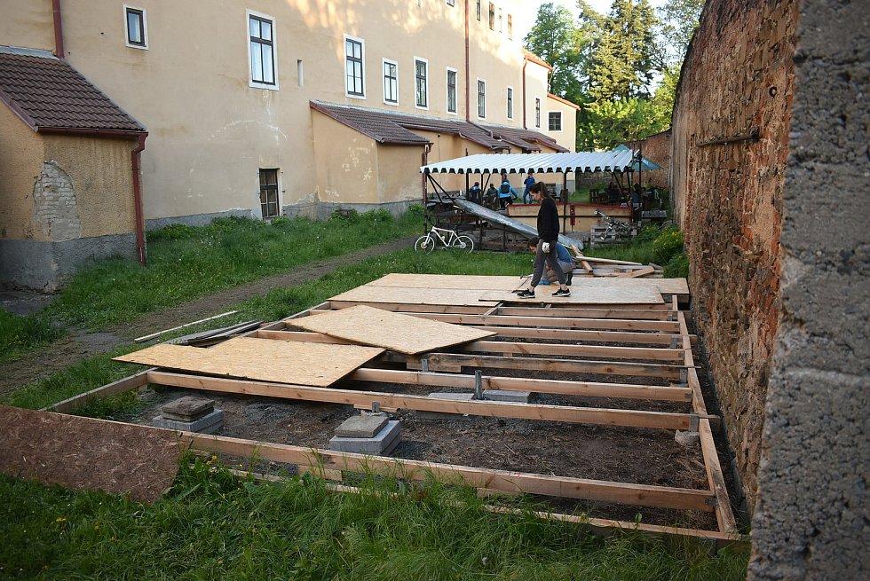 Také na Krnovsku finišují přípravy na pondělní otevření zahrádek.