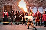 V sobotu se na hradě Sovinci na okraji Moravskoslezského kraje konala velkolepá historická akce pro veřejnost s názvem Slavnosti pánů ze Sovince. Kromě natěšených diváků se jí zúčastnilo několik skupin historického šermu, divadelníků, komediantů, kejklířů