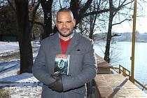 Obonete Ubam je známý jako první Afročech v armádě ČR. Díky svému česko-nigerijskému původu zjistil, jaké je to být mulatem v Česku i Čechem v Africe. Vyrůstal v Bruntálu, kde představí29. 3. svou autobiografickou knihu Sedm let v Africe.