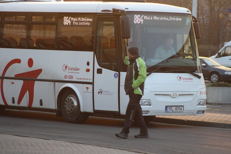 Autobusy Transdev v úseku z Hvězdy na Ovčárnu. Ilustrační foto.
