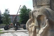 Osoblahasi konec války a obsazení Rudou armádou připomíná památníkem, kterému dominuje protiletadlové dělo. Právě v těchto místech 28. března začínají oslavy 70. výročí osvobození Osoblahy. Válčící strany představí klub vojenské historie v uniformách.