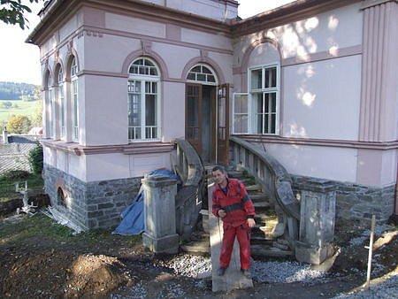 Práce na rekonstrukci pavilonu pokračují.
