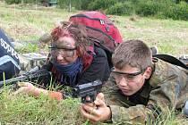Armáda České republiky připravila pro děti na táboře dvoudenní tažení podobné víc než vojenskému výcviku ostrým válečným akcím. Tábor provázela střelba ze zbraní všeho druhu, kouř z dýmovnic, vojenské vozy nebo nad hlavami táborníků létající vrtutulník.