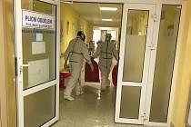 Plicní oddělení krnovské nemocnice bylo nutné vyklidit, aby se uvolnila lůžka pro pacienty s pozitivním testem na covid.