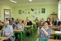 SPOLUŽÁCI, kteří složili maturitní zkoušku na Střední všeobecně vzdělávací škole v Bruntále v roce 1969, se setkali přesně po padesáti letech.