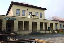 Společenský dům v Břidličné. Město jej hodlá získat zpět do svého majetku a přebudovat na multifunkční dům s knihovnou a konferenčními sály.