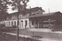 Vstupní brána do závodu firmy Adolf Grohman a syn používaná podnikem Lisovny nových hmot až do sedmdesátých let minulého století.